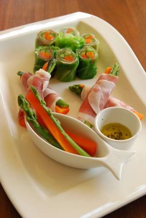 スティック野菜の生ハムキャベツ巻き_a0103712_2022047.jpg