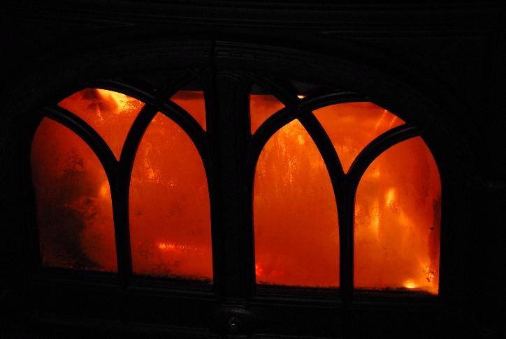 ストーブで薪を燃やす@信州_d0056382_23362930.jpg