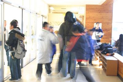 2007年12月5日(水) 「学校の中に洞窟があるなんて!」_a0062127_647361.jpg