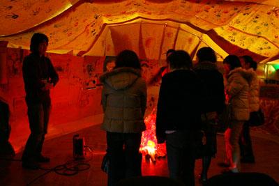 2007年12月5日(水) 「学校の中に洞窟があるなんて!」_a0062127_653225.jpg