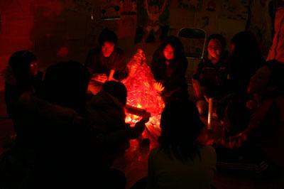 2007年12月5日(水) 「学校の中に洞窟があるなんて!」_a0062127_6571040.jpg
