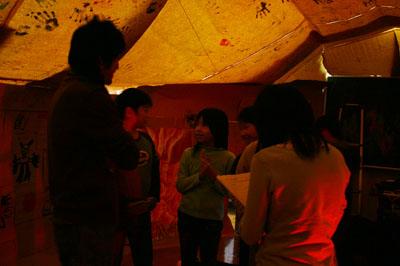 2007年12月5日(水) 「学校の中に洞窟があるなんて!」_a0062127_735741.jpg