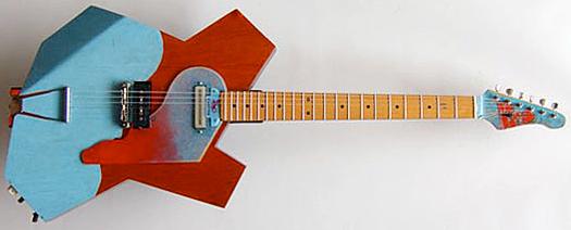 パブロ・ピカソ的な!?ギターを見っけました。_e0053731_19363611.jpg