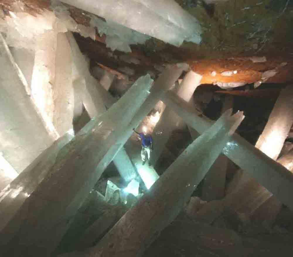 ★巨大水晶洞窟の写真(メキシコ・チワワ州ナイカ)(゚〇゚;)_a0028694_13504493.jpg
