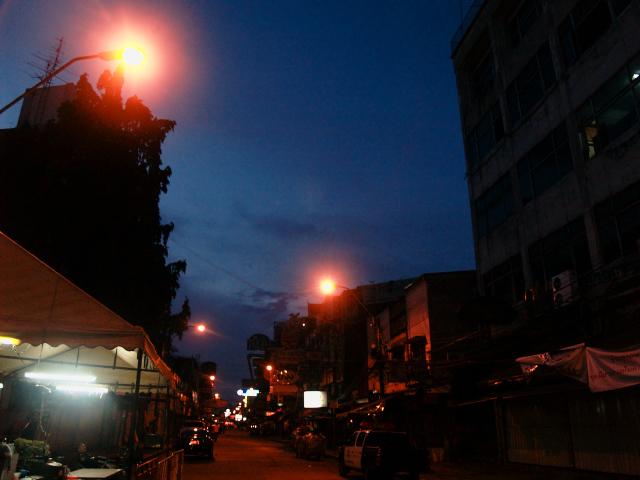タイの風景 やれやれのバンコク到着_f0024992_1627487.jpg