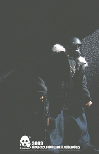 服を着た爆裂人形、インビジブルマスク・バッド君。_a0077842_20443431.jpg