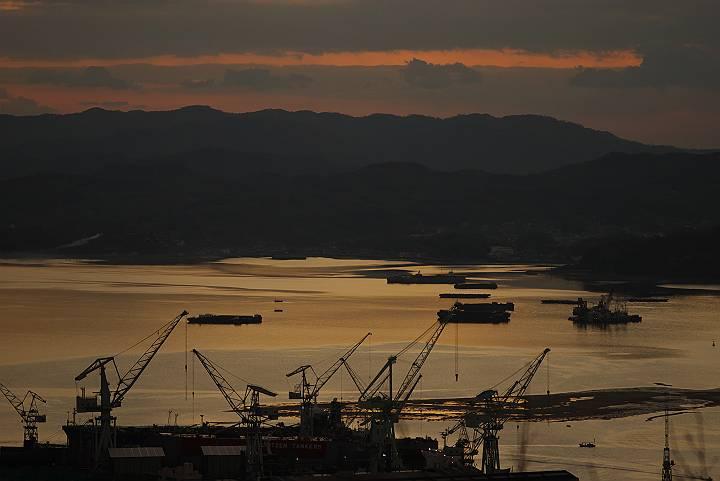 夜明け前の造船所_c0152379_1834070.jpg