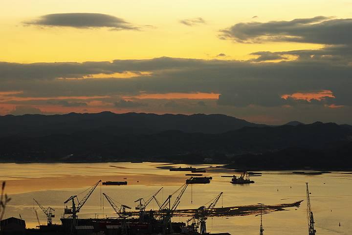 夜明け前の造船所_c0152379_1834934.jpg