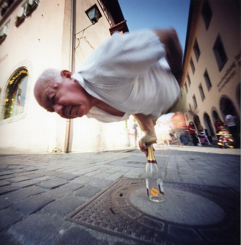 ローテンブルクの筋力自慢 Rothenburg, Germany ドイツ Pinhole Photography_f0117059_1935124.jpg