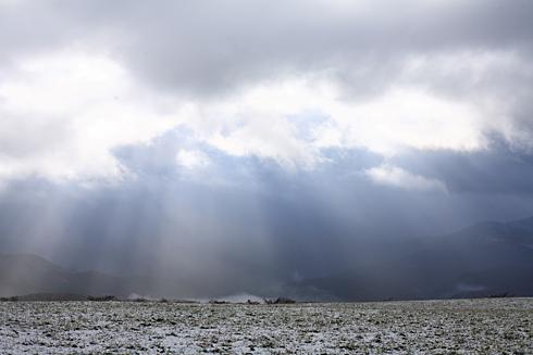 雲間から差し込む光芒 : Natural...