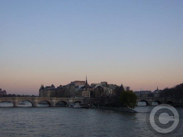 ■冬の芸術橋の上から(パリ)_a0008105_5443050.jpg
