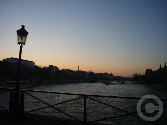 ■冬の芸術橋の上から(パリ)_a0008105_5451574.jpg