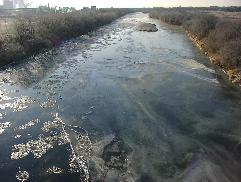 凍てつく川  12月19日_f0113639_1129422.jpg