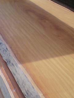 一枚板のキッチンカウンター_e0074935_9115192.jpg