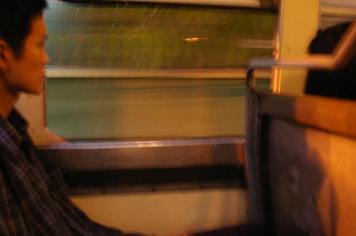 Bangkokの赤バスに乗っている青年_e0100152_5195110.jpg