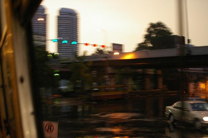 Bangkokの赤バスに乗っている青年_e0100152_5213250.jpg