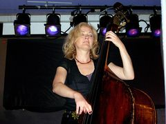 師走に見つけたBeauty On Bass  ~ Nicki Parrott ~_b0102572_17244384.jpg