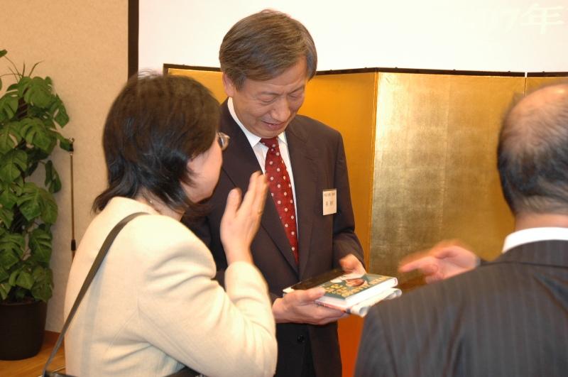 中日教育交流忘年会在東京举行_d0027795_22322895.jpg