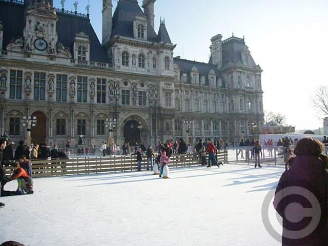 ■パリ市庁舎前のスケートリンク(パリ)_a0008105_6535828.jpg