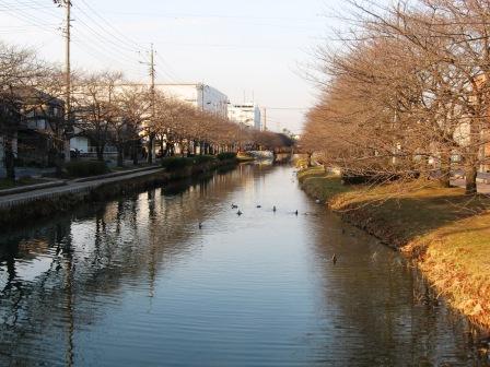 道を一本変えると、新しい景色が広がっていた。_b0082484_20251710.jpg