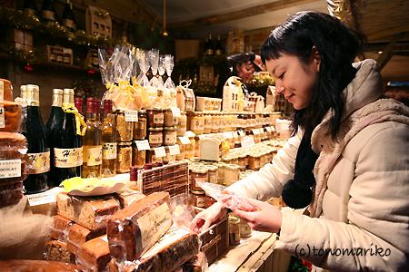 KIKIちゃんとクリスマスマーケット_c0024345_12155128.jpg