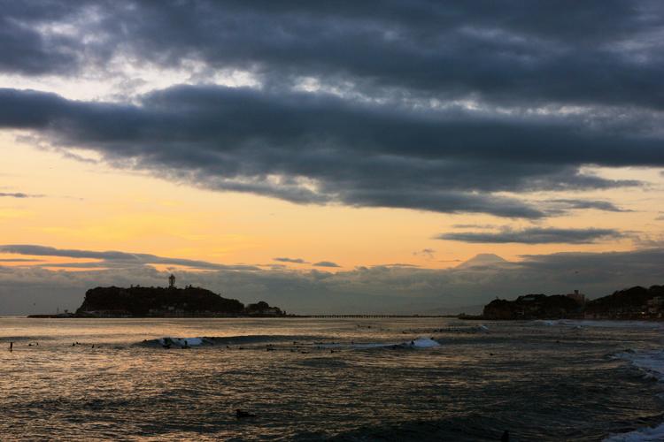 七里ヶ浜の夕景・12月23 日篇。3景。_b0022268_2056422.jpg