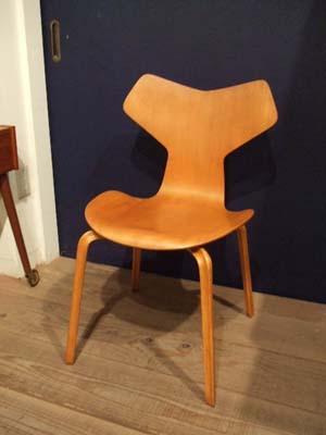 グランプリチェア (Arne Jacobsen)_c0139773_20212461.jpg