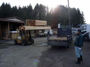 製材所から大工さんのところへ_b0038919_17203375.jpg