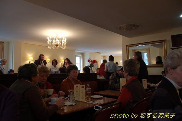 ウィーンのカフェ文化を楽しむ・「オーバーラーアー・シュタットハウス」_e0071324_1121032.jpg