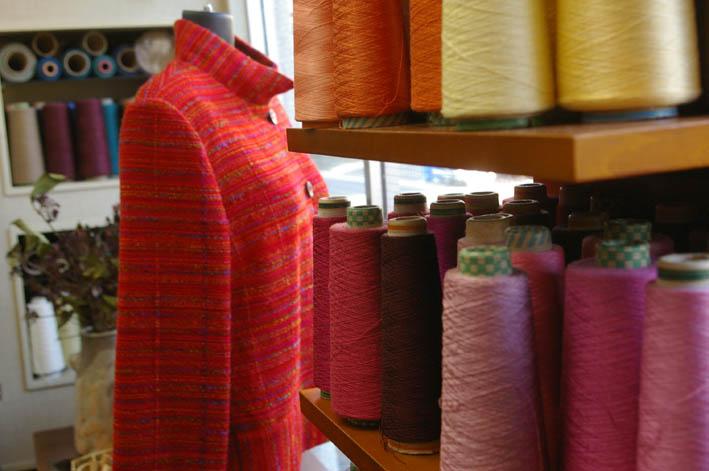 手織りの「織舎」:落ち着いた品の良さ、光る創り手のセンス_c0014967_1801924.jpg