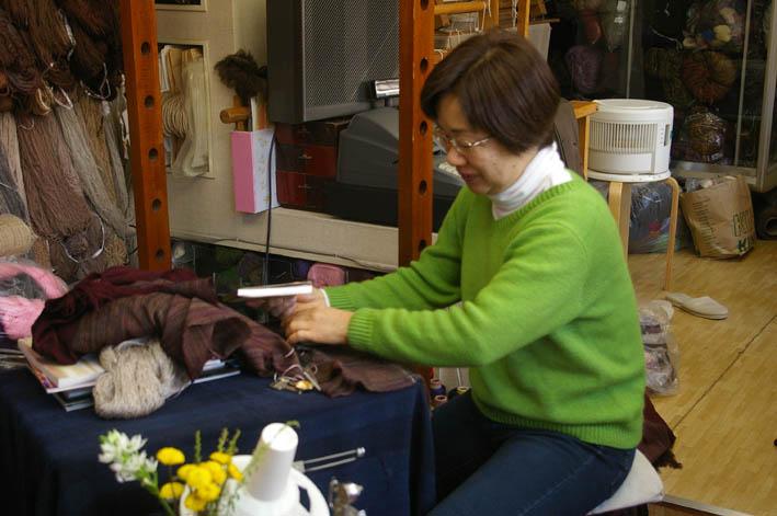 手織りの「織舎」:落ち着いた品の良さ、光る創り手のセンス_c0014967_182017.jpg