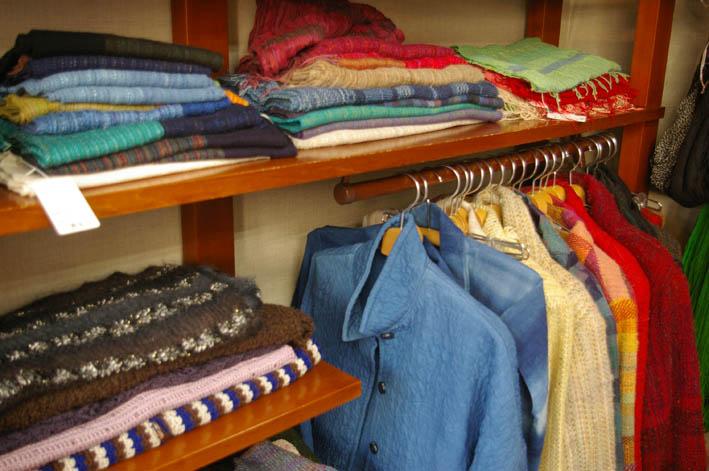 手織りの「織舎」:落ち着いた品の良さ、光る創り手のセンス_c0014967_1824273.jpg