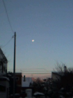 登校、朝の月_d0101676_740842.jpg