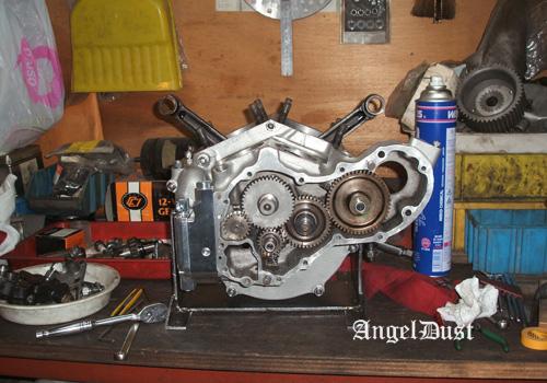エンジン組み立て(1)_d0126264_19573816.jpg