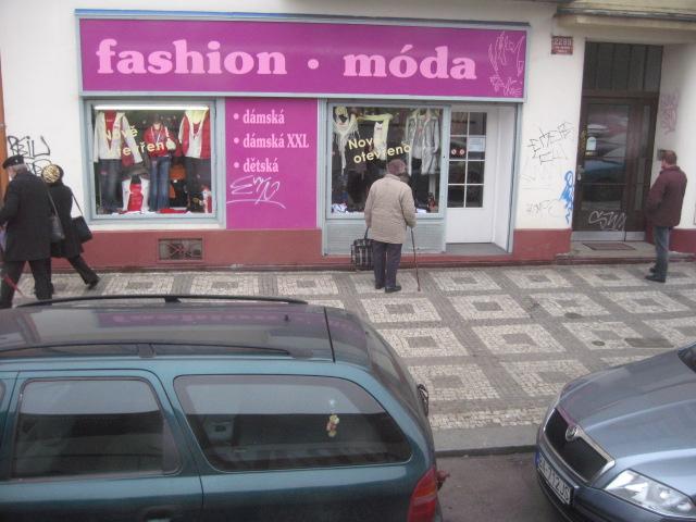 プラハの街角~バスの車窓から_d0101846_1417311.jpg