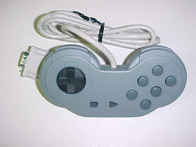 本物かしら? SNES-CD開発キット用、コントローラ。_c0004568_7502265.jpg