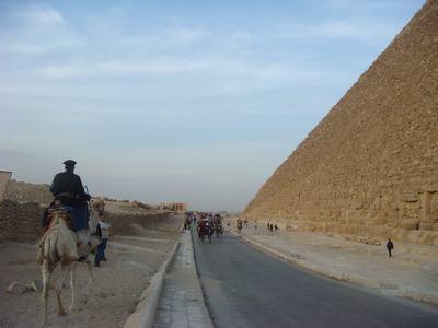 ピラミッドとラクダ_d0100880_610197.jpg