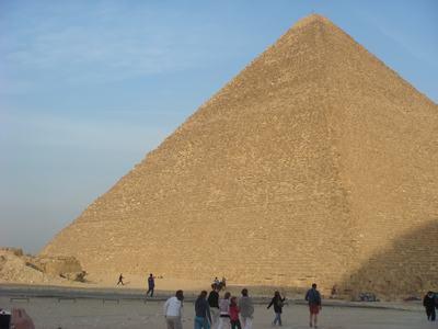 ピラミッドとラクダ_d0100880_624211.jpg