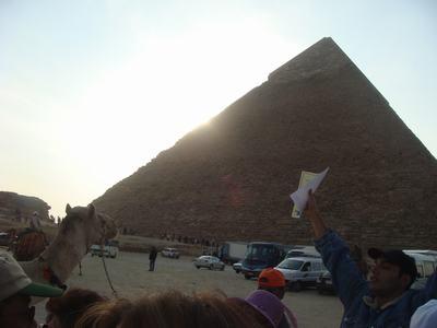 ピラミッドとラクダ_d0100880_68141.jpg
