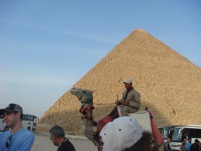 ピラミッドとラクダ_d0100880_69747.jpg