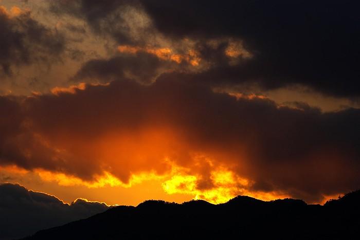 冬 雲 燃ゆる山_c0152379_1175122.jpg