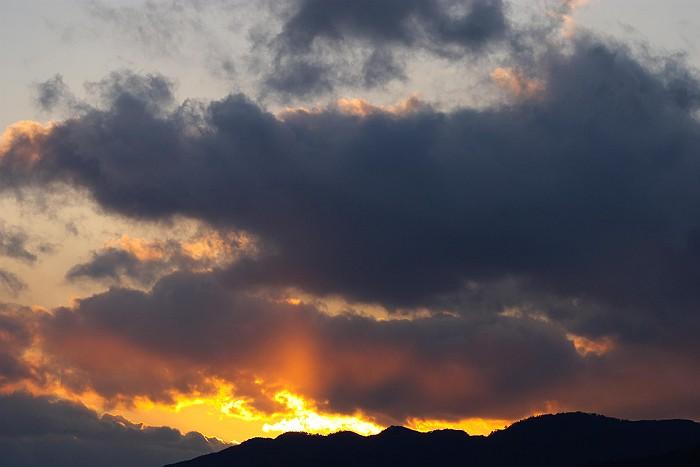 冬 雲 燃ゆる山_c0152379_1184275.jpg