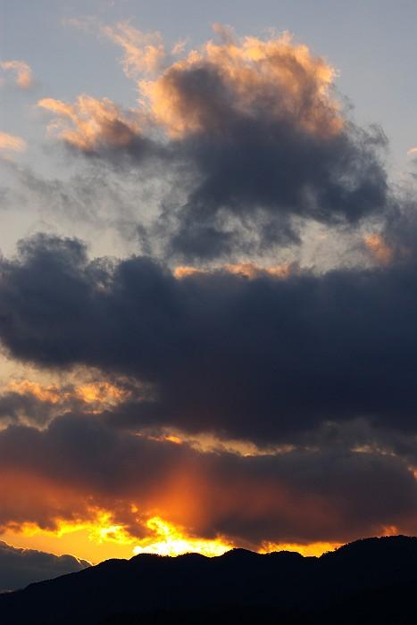 冬 雲 燃ゆる山_c0152379_119084.jpg