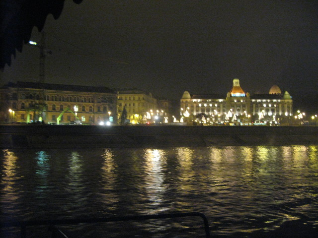 中欧の旅の記録~ドナウ川クルーズ_d0101846_2343266.jpg