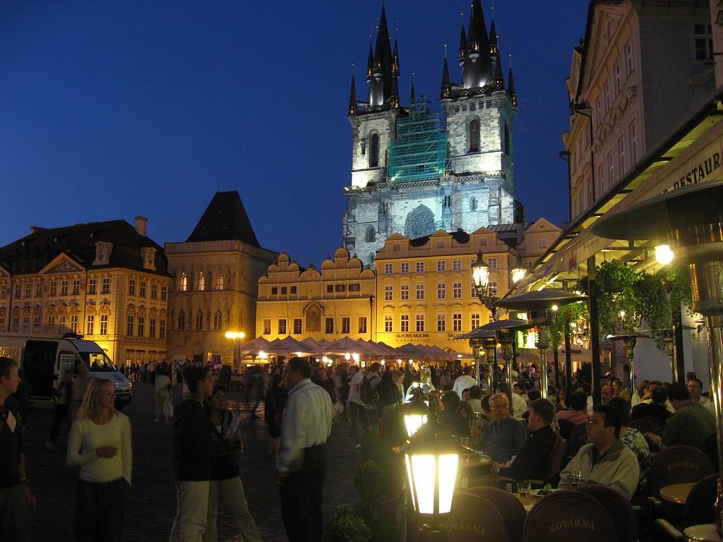 旧市庁舎広場から見たティーンの聖母聖堂。ライトアップがキレイだった。時間... ヨーロッパ