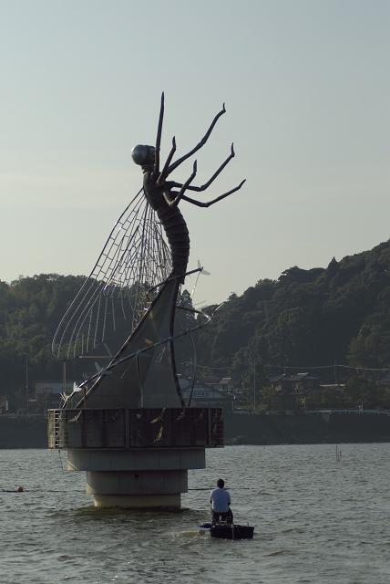 水と彫刻の丘_f0018464_1963529.jpg