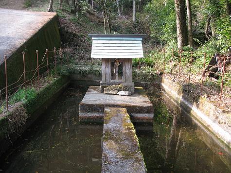 馬路村の神々~~べら池さま_e0101917_1031327.jpg