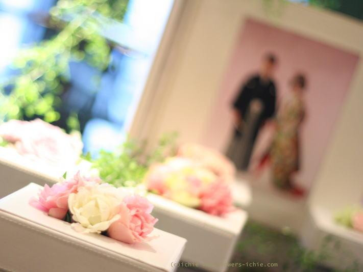 写真と一緒に飾る花 フォトスペース装花_a0042928_22222384.jpg