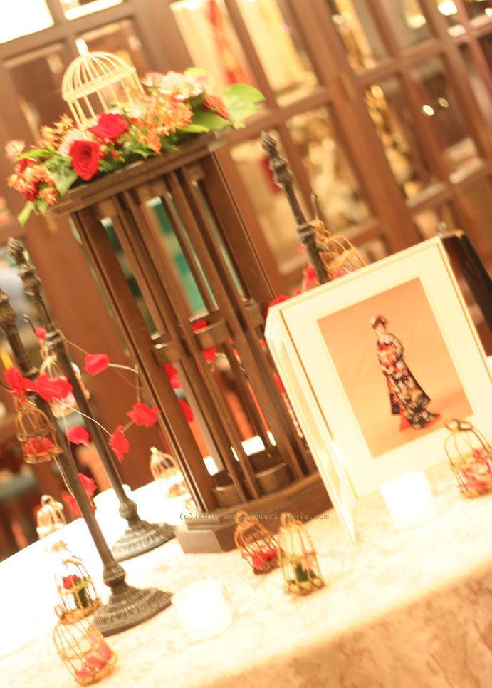 写真と一緒に飾る花 フォトスペース装花_a0042928_22223384.jpg