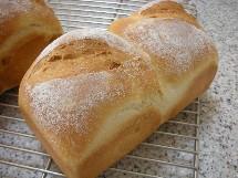 Pain au maïs et Soupe à l\'oignon  とうもろこしのパンとオニオングラタンスープ _f0121752_134970.jpg